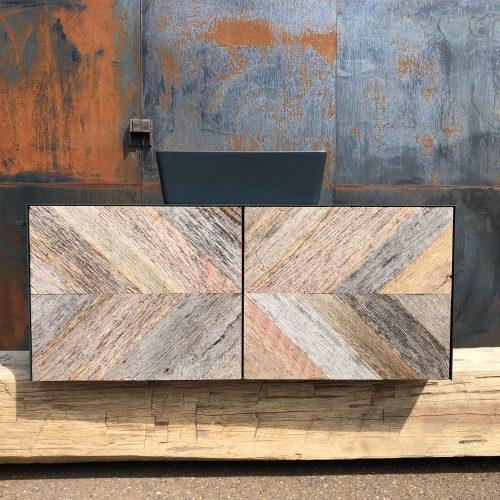 Badkamermeubel van barnwood met zwart staal en keramiek wasbak (10)