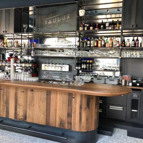 Cafe inrichting op maat, tafels, bar, vloer van reclaimed eiken (4)